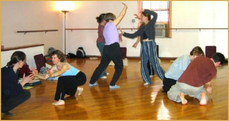http://www.thedynamicturnaround.com/Dance%20movement%20therapy%20group.jpg